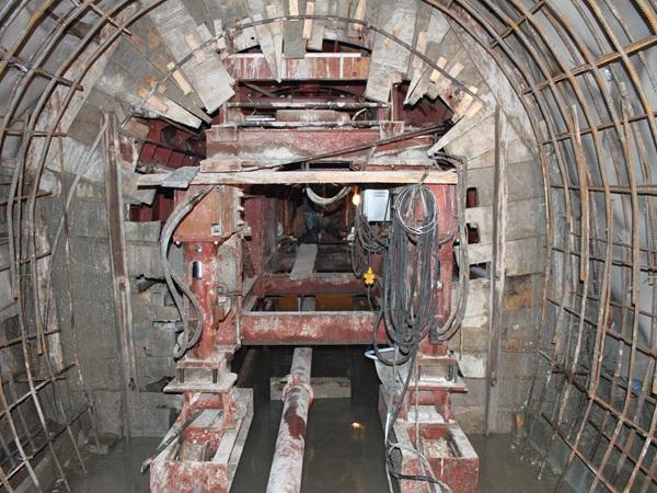 (十一)4#隧洞二衬全断面钢模台车