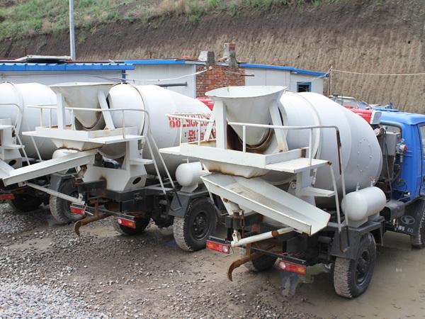 (九)特制小型隧洞混凝土输送车